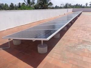panneau-solaire-toit-de-lecole-2016